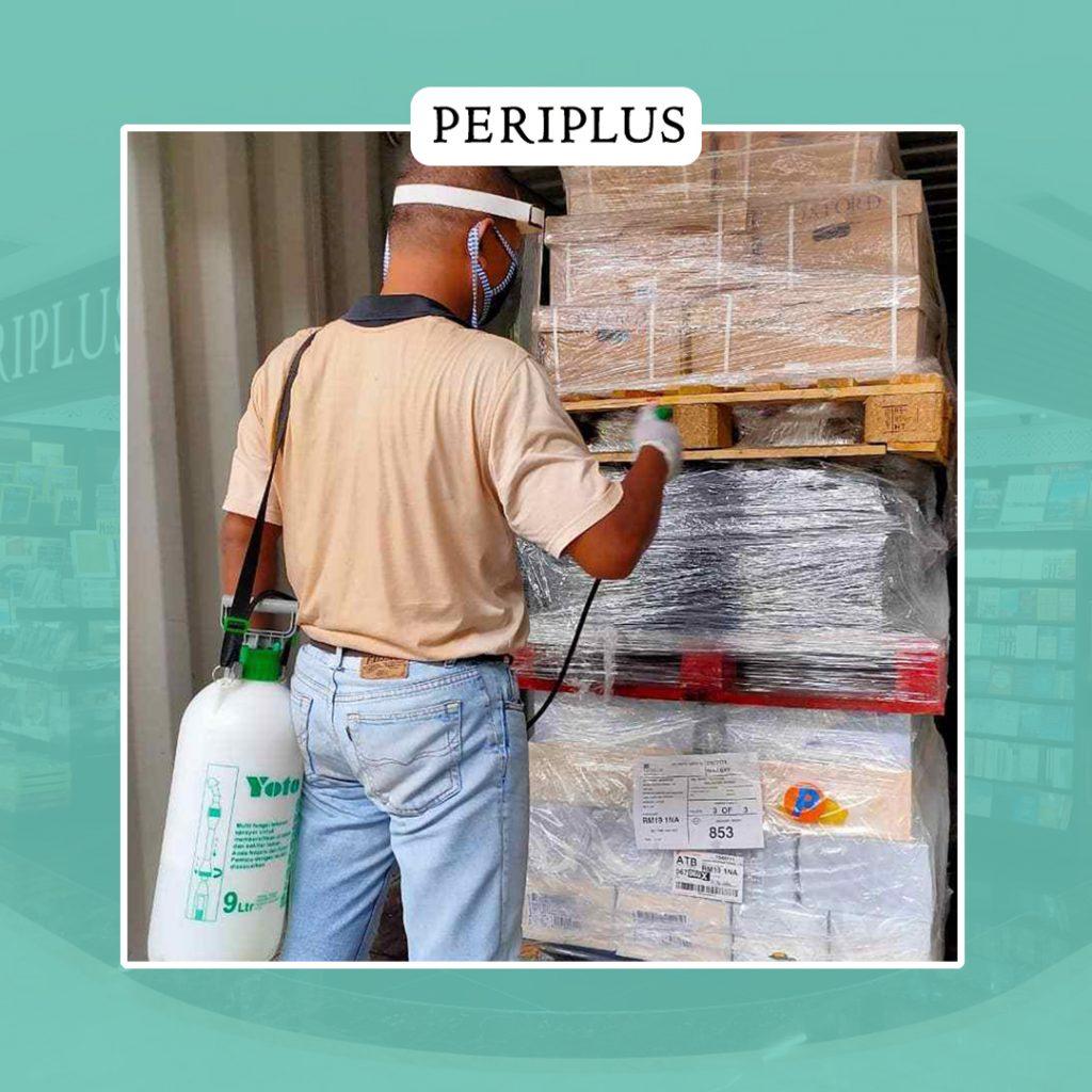image: Penyemprotan ketika buku pertama kali datang melalui truk kontainer.